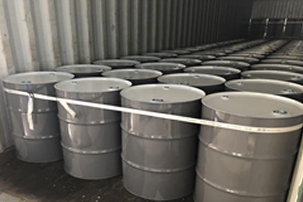 ドラム缶輸送、ラッシング作業の改善で生産性向上