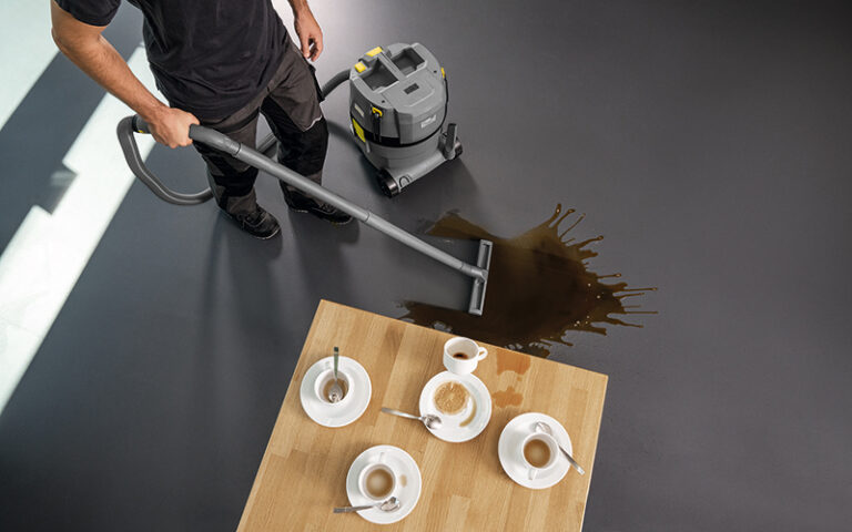 コードレス乾湿両用掃除機